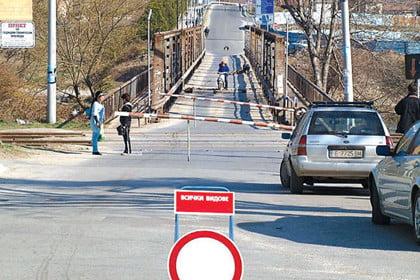 Сменят опасен мост над река Струма