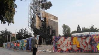 Архитекти и художници  в защита на паметника пред НДК