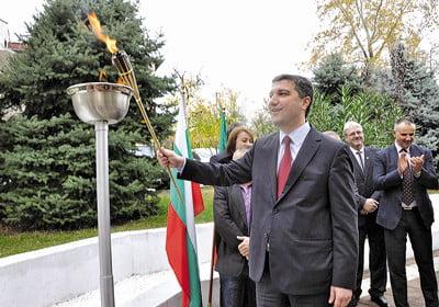 Министър Стойнев пусна официално в експлоатация газоразпределителната мрежа на Сандански
