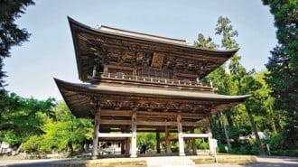 Храмът Eнгаку-джи разкрива традиционната японска архитектура