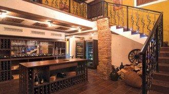 Луксозната къща- задължително с винарна и фитнес