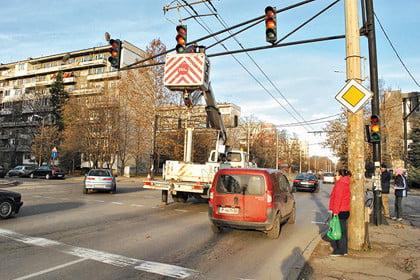 Русенци се радват на по-комфортни спирки, ново улично осветление и светофари