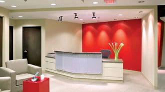 """Внесете природата в офиса с екологични мебели и """"зелен"""" параван от растителност"""