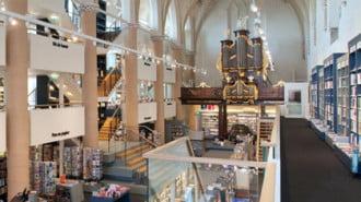 В Холандия превърнаха старинен храм в модерна книжарница