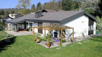 Отказът от наследство е начин да се освободим от натоварени с тежест имоти