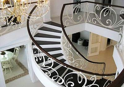 Вътрешните стълби - функционална и хармонична връзка между етажите