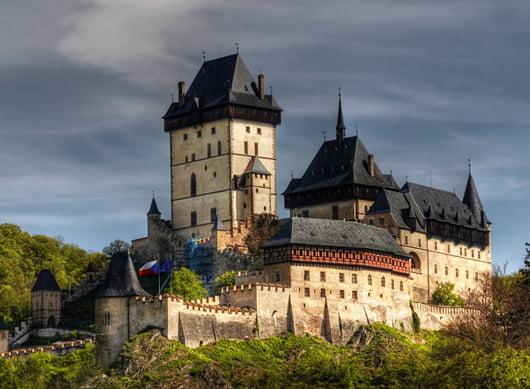 """Дворецът """"Карлщайн"""" край Прага, Чехия"""