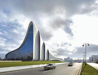 С извивки и плавни линии Заха Хадид завладя центъра на Баку