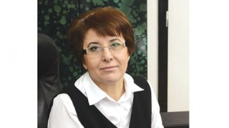 """Маджиде Ахмедова е икономист по образование. Има управленски стаж в държавната администрация и в реалната икономика. Работила e в данъчната администрация и е била зам. изпълнителен директор на Агенцията за приватизация. Професионалната й кариера преминава през Индустриален холдинг """"България"""" и """"Алкомет"""" АД - Шумен. През 2015 г. със заповед на министъра на икономиката Божидар Лукарски е назначена за зам. изпълнителен директор на Българската агенция за инвестиции."""