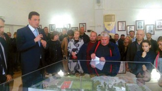 Кметът на Петрич Димитър Бръчков показа какво ще има в бъдещия парк с площ от 54 дка