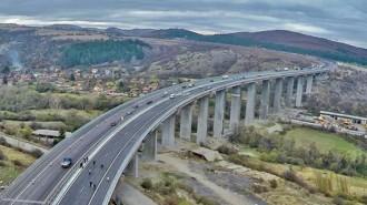 """Изграждането на десетината километра от """"Хемус"""" между Ябланица и Боаза бе спечелено с оферта от 54,9 млн. лв. без ДДС"""