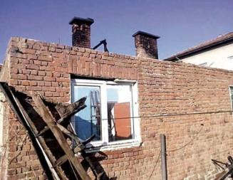 АПЕЛ ЗА ПОМОЩ  Пожар от комин остави две семейства без дом, събират пари и строителни материали за нов покрив