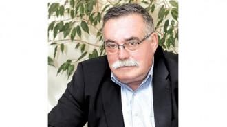 """Мирослав Йорданов е завършил специалност """"Електроинженерство"""" във Висшия машинно-електротехнически институт във Варна през 1977 г. В периода 1982-1986 г. работи като главен инженер в Либия, а малко по-късно е назначен за ръководител на район отново там. От 1992 г. насам развива частен бизнес. През 2014 г. е преизбран за председател на Българската асоциация на архитектите и инженерите консултанти (БААИК). Тя съществува от 1999 г. и е първата по рода си организация в България, упражняваща надзор и консултантска дейност в строителството. От месец септември 2000 г. асоциацията е единствен пълноправен член и представител на Международната федерация на инженерите консултанти (FIDIC) за България, а от месец май 2001 г. - и на Европейската федерация на консултантските асоциации (EFCA)."""