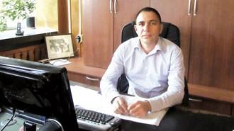 """Радослав Найденов е на 43 г. Роден е и живее в Берковица. Средното си образование завършва в родния си град, а висшето - в Стопанска академия """"Димитър А. Ценов"""" в Свищов. Магистър е по специалността """"Финанси"""".  Бил е банков служител, а от 2011 г. е заместник-кмет на общината в Берковица."""