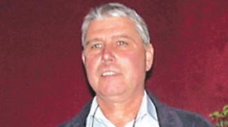 Пламен Петев е роден 1958 г. в Севлиево. Завършва техникум по строителна и пътна механизация. От 2007 г. е кмет на село Шереметя, вече трети мандат.