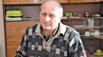 Илия Томов управлява с. Градец втори мандат. Роден е и е израсъл в селото, в него живее и досега.  В кметството работи от 2008 г. и добре познава работата му. Преминал е и през сектора за административно обслужване на гражданите и е запознат отблизо и с проблемите на хората.