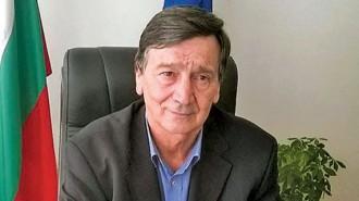 Борис Николов управлява община Белоградчик за трети мандат. По професия е инженер по транспорта. Ръководил е голяма транспортна фирма в скалния град. Бил е депутат, работил е и в частния бизнес. Това е вторият му мандат, първият е бил през 90-те години на миналия век.