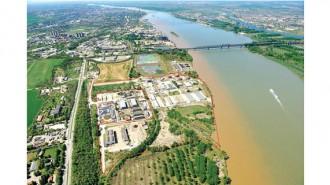 Зоната в Русе разполага с 30 000 м² застроени площи и 20 000 м² открити складови пространства