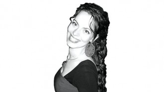 """Елена Даскалова е родена в Смолян. Средното си образование получава в Природо-математическа гимназия """"Васил Левски"""" в родния си град в математическа паралелка със засилено изучаване на английски език и информатика.  Висше образование - магистър по архитектура, получава от Университет по архитектура, строителство и геодезия, София. Дипломният й проект АСТРО-КОМПЛЕКС в катедра """"Сградостроителство"""" е отличен с Почетен диплом и награда от арх. Богдан Томалевски при САБ. Има и грамота - номинация от Дружеството на САБ при УАСГ.  Има специализация по програма """"ЕРАЗЪМ"""" -специалност """"Архитект - мениджър"""" във VIA University - Хорсенс, Дания.  Като архитект/дизайнер работи в """"Архитектурна агенция модус"""" ООД, """"Иноарх"""" ЕООД, """"Стебо дизайн"""" ООД. Отскоро има самостоятелна практика в интериорния дизайн."""