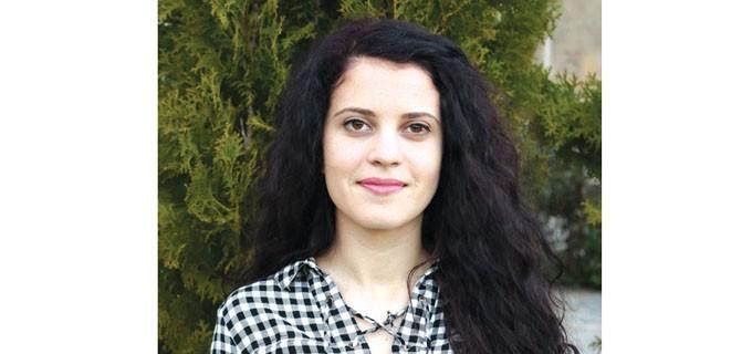 """Марина Иванова е родена в Черноморец. Завършва средното си образование в Гимназията за романски езици """"Г. С. Раковски"""" - Бургас с профил """"Италиански език"""". От 2012 до 2016 г. учи във Варненския свободен университет """"Черноризец Храбър"""", специалност """"Дизайн за архитектурна среда"""". В момента се занимава с интериорен дизайн и работи върху това да се наложи на пазара като дизайнер."""