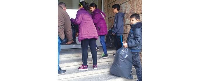 Децата с желание се включиха в кампанията за предаване на ненужна хартия срещу фиданки за засаждане
