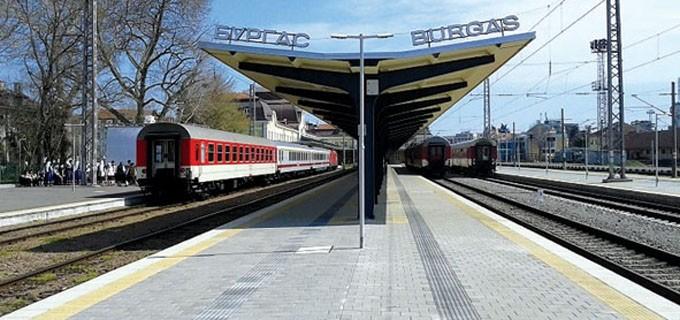 Влаковете до Бургас вече ще пътуват със 130-160 км/час