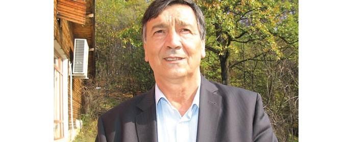 Борис Николов управлява община Белоградчик трети мандат. По професия е инженер по транспорта и до кметуването си е управлявал голямо транспортно предприятие, което вече не съществува. Бил е депутат, развивал е и частен бизнес.