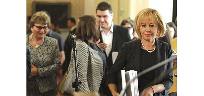 Омбудсманът Мая Манолова води сериозна битка за защита на гражданите от неправомерни действия на частните съдебни изпълнители. Тя иска таван за таксите за ЧСИ-тата