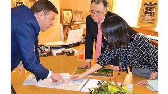 Кметът д-р Атанас Камбитов представи идеята за експоцентъра като част от стратегията за развитие на общината  и пред посланика на Япония в България Шиничи Яманака