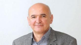 """Инж. Димитър Попов е роден през 1961 г. в София. През 1986 г. завършва ВИАС, специалност ХМС. Започва работа в """"Енергопроект"""", където минава през почти всички длъжности - проектант, водещ и главен проектант. През 2001 г. става ръководител на направление """"Хидроенергетика"""" в """"Енергопроект"""", а през 2003 г. вече е управител на """"Енергопроект Хидроенергетика"""". През 2008 г. международната компания Sweco Group става основен акционер във фирмата. От същата година инж. Попов е неин изпълнителен директор. Сега """"Свеко Енергопроект"""" АД представлява Sweco на българския пазар и в региона."""