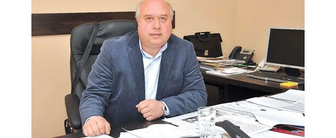 Инж. Иван Лазаров е кмет на община Вършец втори мандат. По професия е инженер технолог в хранително-вкусовата промишленост. Създал е и е бил управител на частна фирма за производство на алкохолни напитки. От 2009 до 2011 г. е председател на Общинския съвет във Вършец. През 2011-а е избран за кмет.