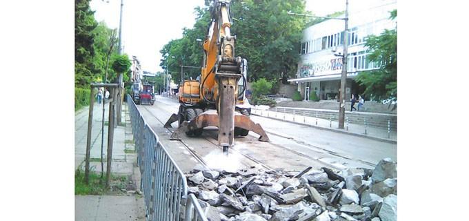"""Ремонтите започнаха с подмяна на релсите на трамвая по ул. """"Кракра"""""""