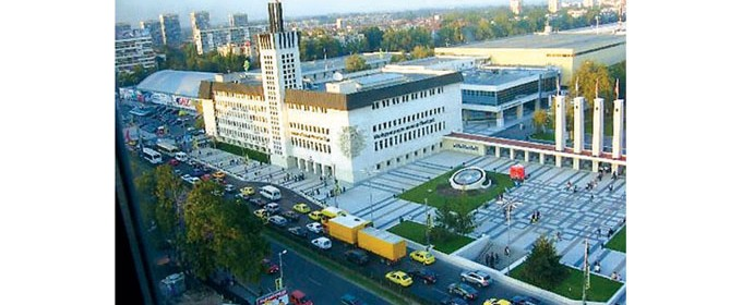 Триетажната сграда е бивша собственост на Министерството на регионалното развитие