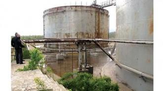 Макар заводът да не работи от 7 години, цистерните с трихлоретан и сега са пълни