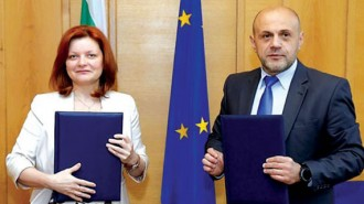 Заместник министър-председателя Томислав Дончев и Лариса Манастърли, директор на Европейската банка за възстановяване и развитие за България