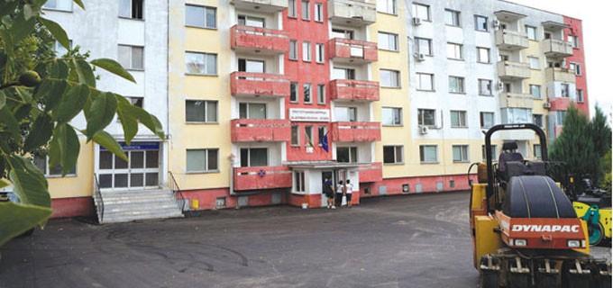 """Многопрофилна болница за активно лечение в Мездра се ремонтира по програма """"Красива България"""""""