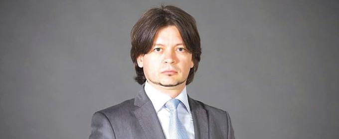 """Иван Велков е завършил и е специализирал икономика в Столичния университет по икономика в Пекин, Китай.  Бил е консултант и маркетинг мениджър в CB/DTZ в Китай и Хонконг, както и стратегически HRи управител в """"Колиърс интернешънъл"""" и """"Колиърс пропърти мениджмънт"""" за Югоизточна Европа и България. Бил е регионален мениджър в Райфайзенбанк и управител на """"Райфайзен имоти"""". Член е на КС на УС на НСНИ. Оглавява и Фондация """"Интерактивна България"""". Вписан е за търговски медиатор в регистъра на Министерството на правосъдието. През 2015 г. бе избран и за зам.-председател на Столичния общински съвет. Хоноруван преподавател е в УНСС. През 2017 г. е избран за председател на БГФМА."""