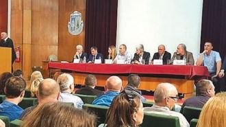 """Срещата, организирана от кмета на Велинград Костадин Коев, премина под мотото: """"Велинград - град на лечебната вода, а не рудодобива"""""""