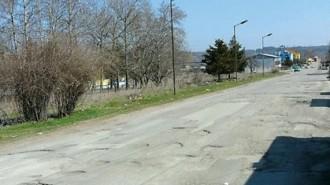 Пътят Враца - Бяла Слатина не е ремонтиран от години и компрометираната настилка крие рискове за преминаващите превозни средства