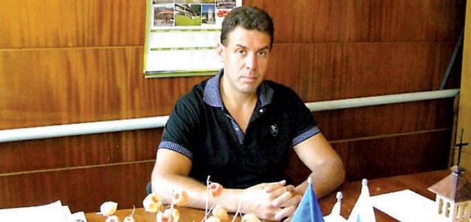Ваньо Костин е кмет на Чупрене вече трети мандат. Роден е през 1972 г. в село Долни Лом, което е част от община Чупрене, Видинска област. Завършил е техникум по горска промишленост в Тетевен и Лесотехническия университет в София. Работил е като лесничей в местното горско стопанство. През 2007 г. е избран за кмет на общината, какъвто е и до днес. Той е сред кметовете първенци по печелене на проекти и усвояване на европейски средства.