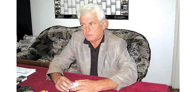 Николай Ненчев управлява село Раковица, община Макреш, четвърти мандат. За пръв път е избран за кмет през 1999 година и до 2003-а приключва първият му мандат. През 2007 г. обаче хората отново му гласуват доверие и оттогава не го свалят. Вече преполовява четвъртия си мандат. Преди това е бил земеделски производител, като млад е работил в кооперативното стопанство. Роден е и е израсъл в Раковица и никога не е напускал селото.