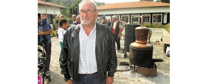 Христо Терзиев е роден на 8 септември 1957 г. в Троян. Той е кмет на село Орешак вече трети мандат. Сяда на кметския стол през 2007 г. По образование е икономист. Работил е на тази позиция в бившето ТКЗС в Орешак и в почивния дом на военните. След това започва да развива собствен бизнес с мебели.