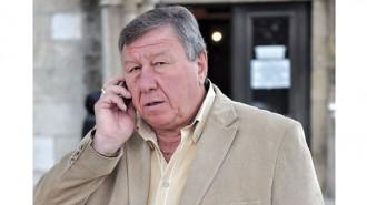 Иван Барзин е на 67 години. Роден е и живее във Вълчедръм. По професия е медицински фелдшер. През 1999 година е избран за кмет на общината. Оттогава печели всички местни избори. От октомври 2015 г. започна петият си мандат като управляващ селския град.
