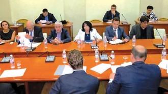 Министърът на енергетиката Теменужка Петкова, председателят на КЕВР Иван Иванов и представители на Българската федерация на индустриалните енергийни консуматори обсъдиха новия ценови модел