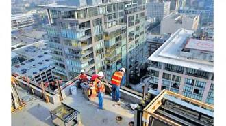 Част от строителните фирми в региона са ангажирани с ремонтни дейности преди началото на зимата