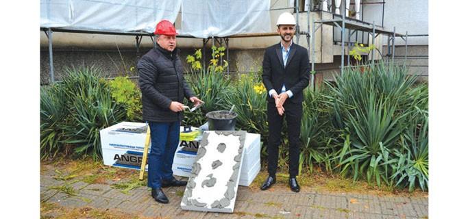 Кметът на Павликени инж. Емануил Манолов и Кирил Иванов, управител на фирмата изпълнител на дейностите по инженеринга, дадоха старт на строителните дейности
