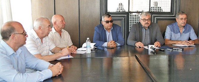 На среща с кмета на Видин Огнян Ценков представителите на новата фирма изпълнител получиха официално разрешително за строеж