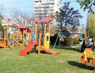 Ударно изграждат детски площадки във Видин