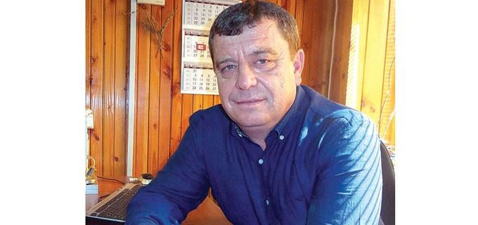 """Жельо Василев Вардунски е кмет на община Камено, област Бургас. Роден е през 1963 г. в Камено и завършва средното си образование в училището """"Морски и океански риболов"""" - Бургас. 10 години пътува с корабите на """"Океански риболов"""", а от 1993 г. се занимава с частен бизнес. Три мандата е бил общински съветник от СДС в Камено. Женен, с две деца."""