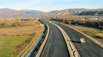 """По Лот. 3.3 на """"Струма"""" са положени вече над 50 хил. т асфалт, отчетоха от Строителното министерство"""